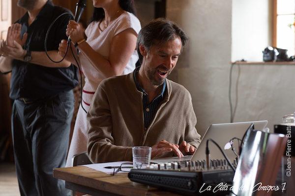 DJing at La cita de los amigos 7, Château de l'Avouerie d'Anthisnes, 2016. photo © Jean-Pierre Bataille